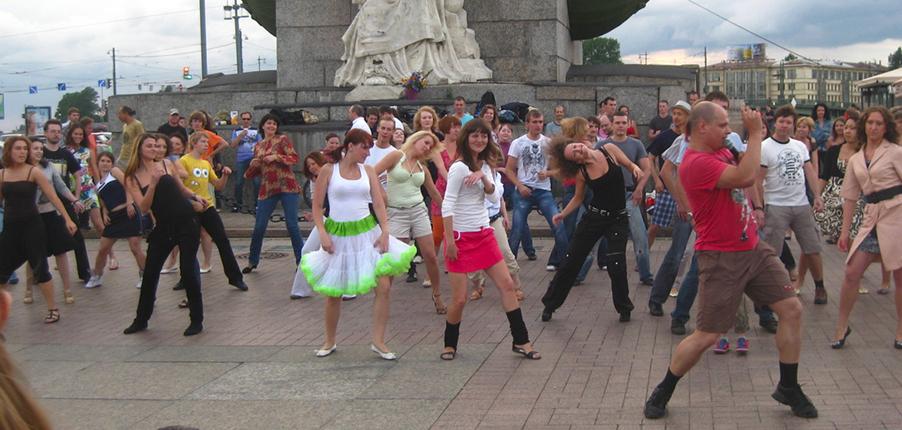 Танцы на стрелке Васильевского острова