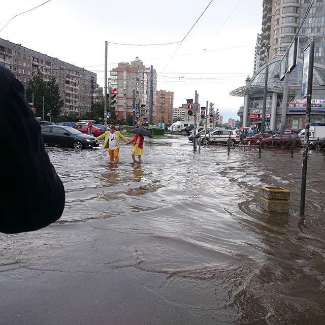 В Петербурге прошел мощный ливень с градом