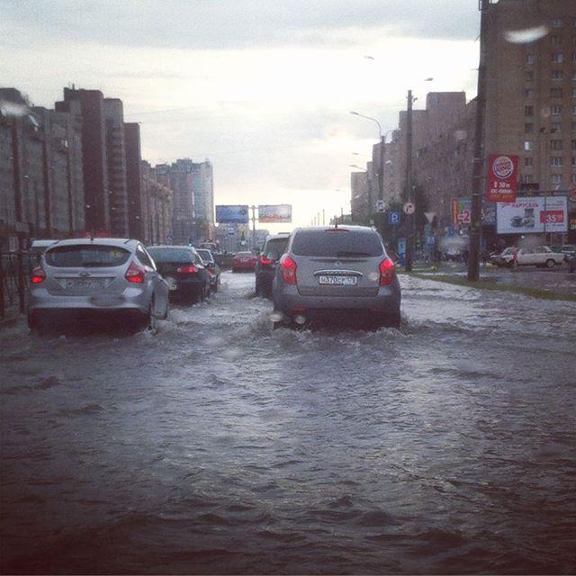 Мощный ливень с градом обрушился на Петербург