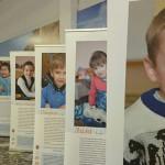 """Фотовыставка """"Дети ждут"""" В ТРЦ Питерлэнд"""