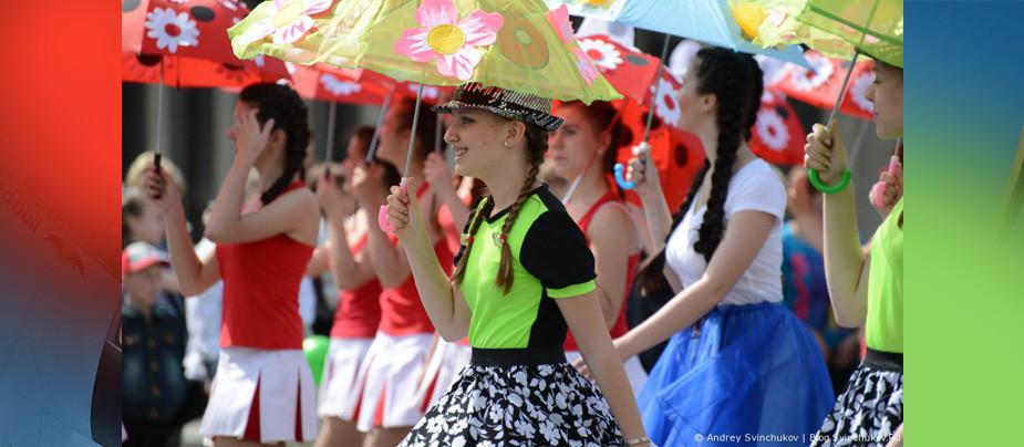 Флешмоб под зонтиками в Парке Сказок