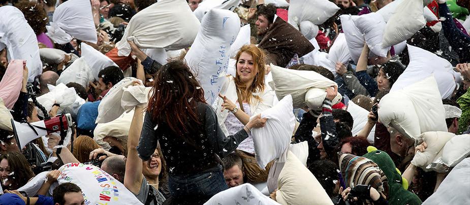 Ежегодная битва подушками в Петербурге