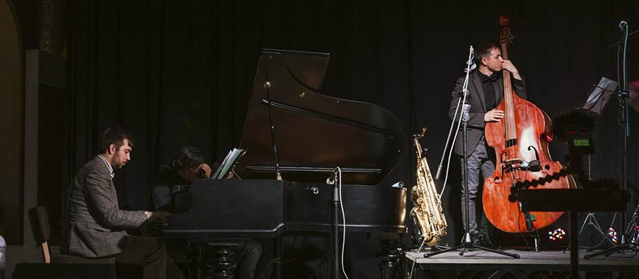 Вокальный джаз в исполнении Тима Бушуева - фотоотчет с концерта