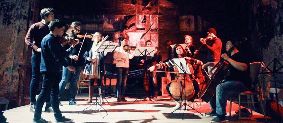 Выступление ансамбля Synergy Orchestra